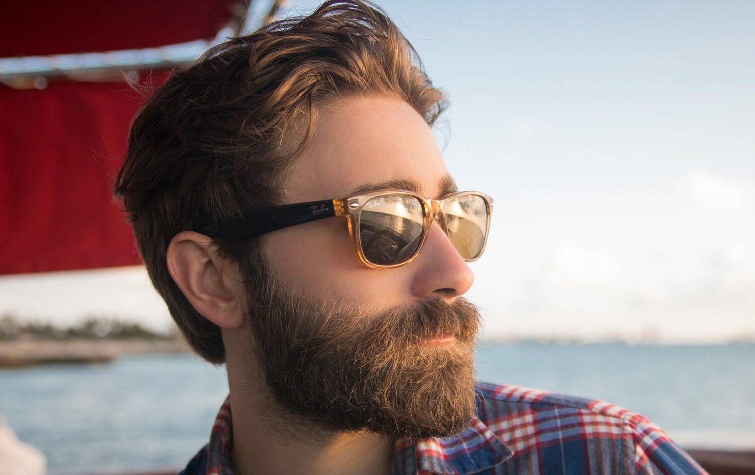 beard man with sunglasses at the beach